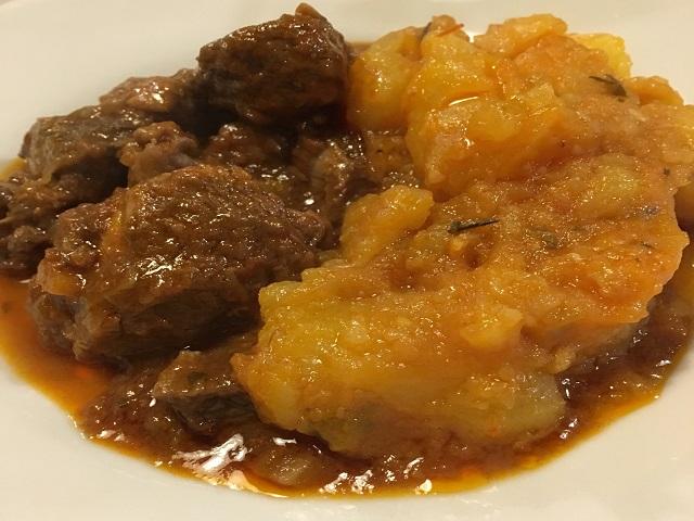 牛肉とジャガイモの煮込み