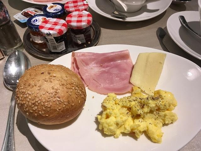 hotelstandal_breakfast
