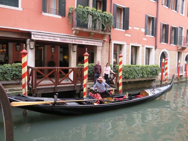 ホテル前の船着き場