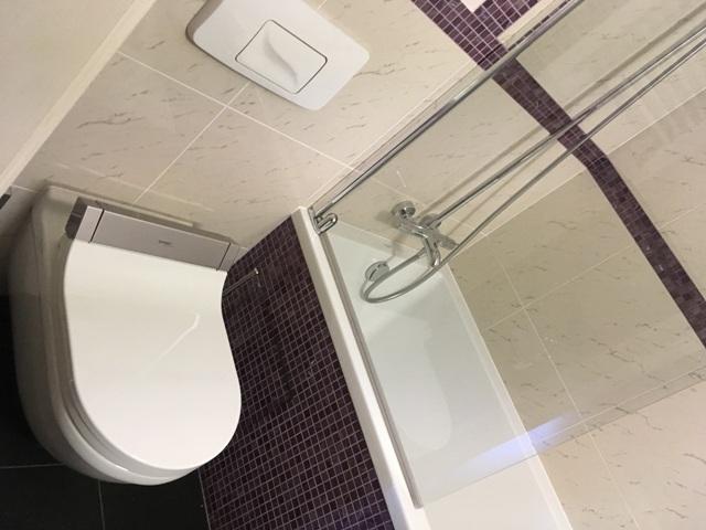 ホテルの部屋のトイレ