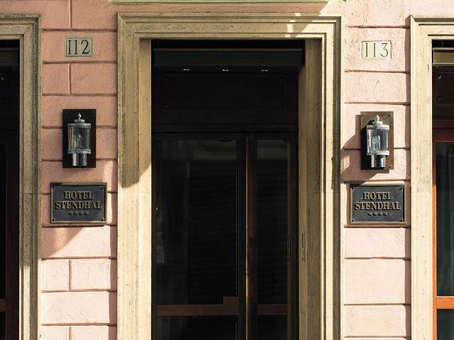 スタンダールホテルの入り口