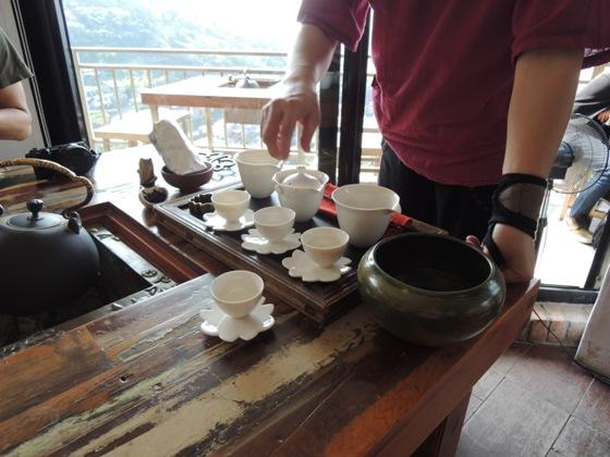 台湾式のお茶の入れ方を教えてくれる