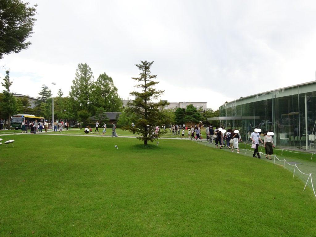 21世紀美術館の外庭