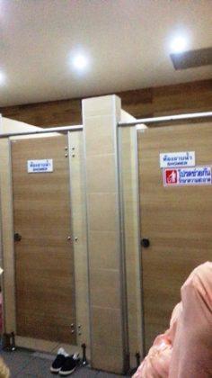 シャワールームは個室