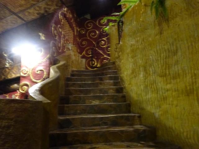 昨晩撮ったレストランの中の階段