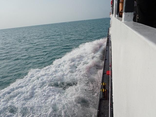 船上の海風が気持ちいい