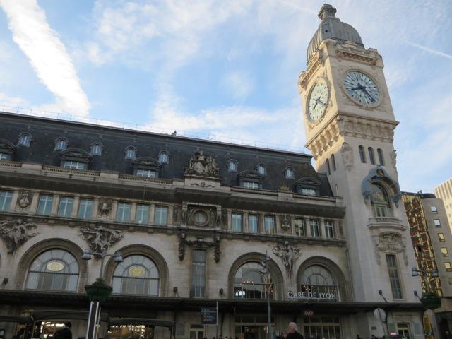 朝のリヨン駅の外観