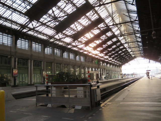 リヨン駅のプラットホームの様子