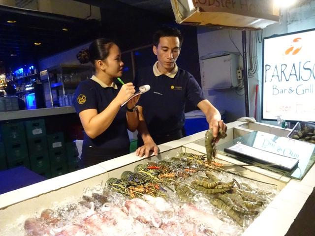 新鮮な魚介類を選べます