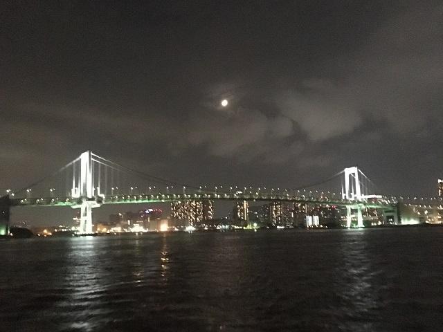 東京湾のクルーズ船からの眺め