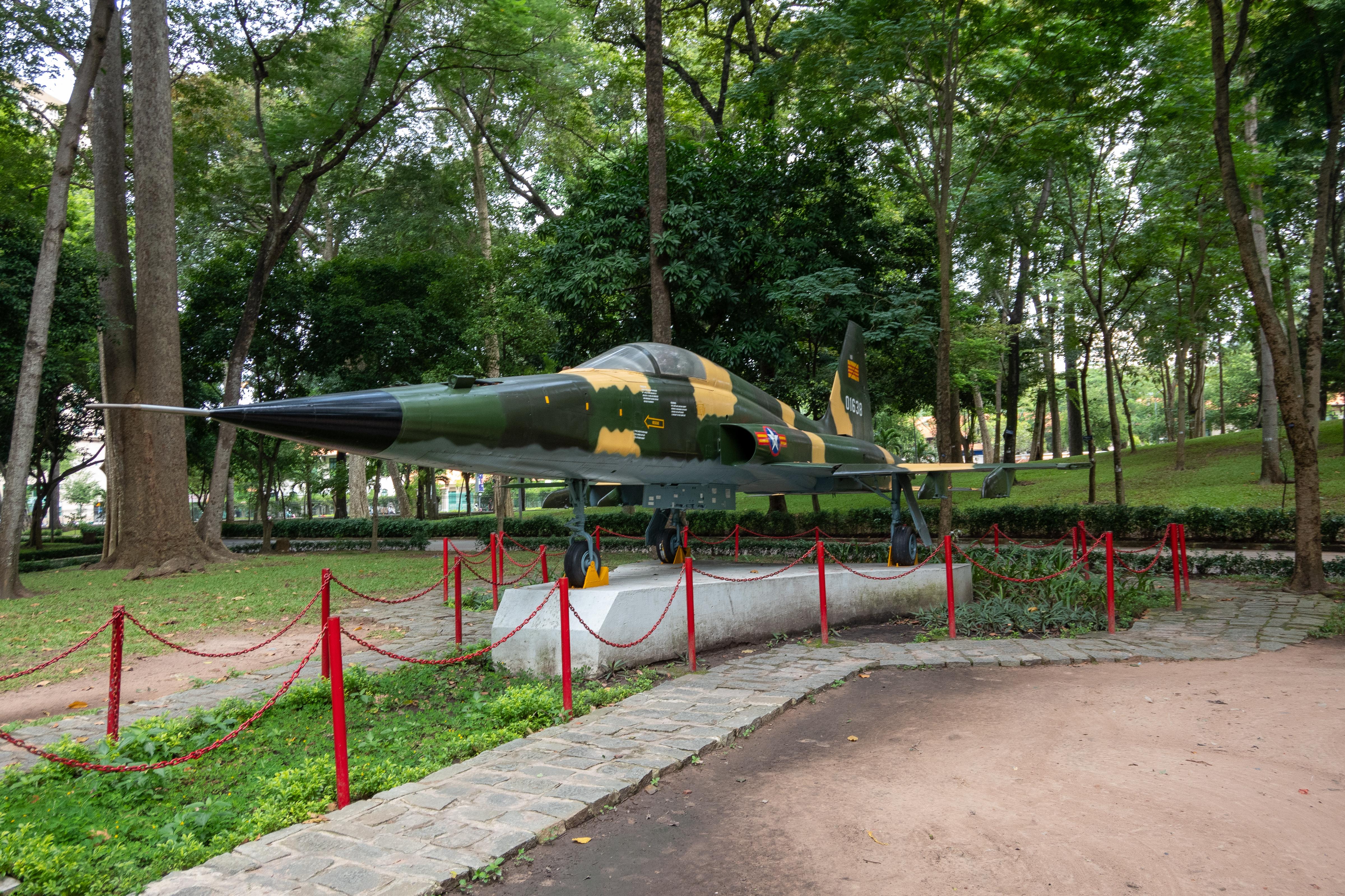 戦闘機の展示もありました