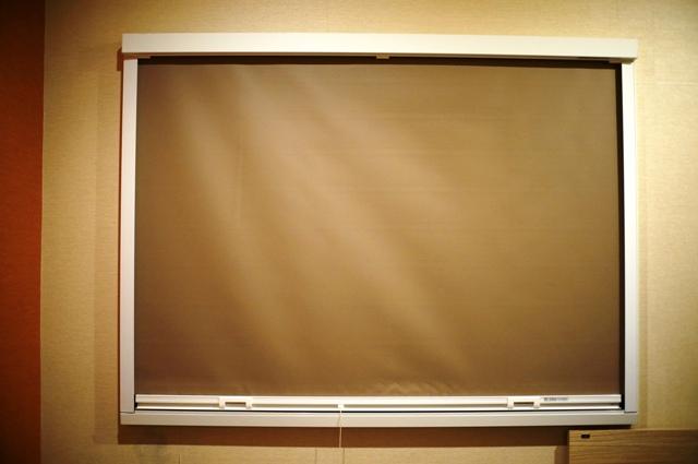 窓はブラインドが下ろせます