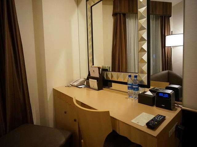 ホテルの部屋のデスク