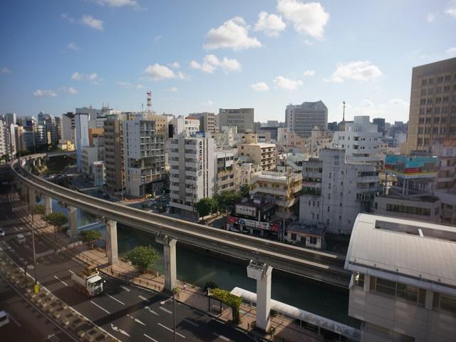 部屋から見える朝の沖縄