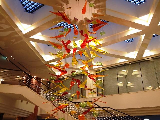 暖色系を中心としたガラスの装飾