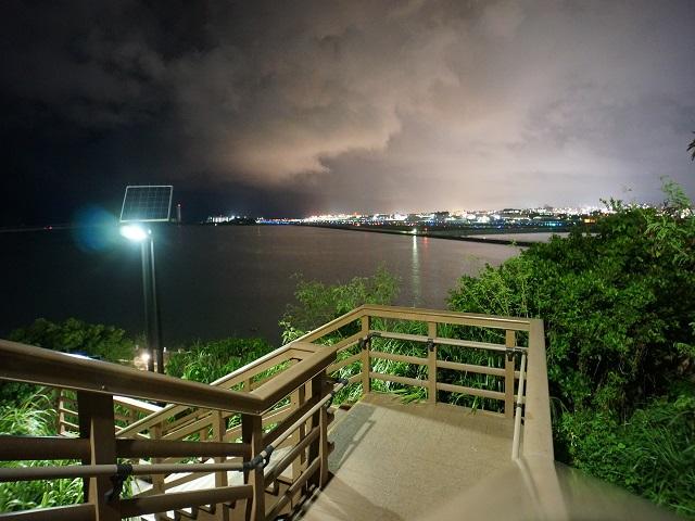 沖縄の市街地が見えます