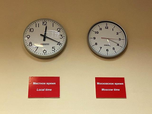 左がウラジオストク時間で右がモスクワ時間 Moscow time and Vladivostok time