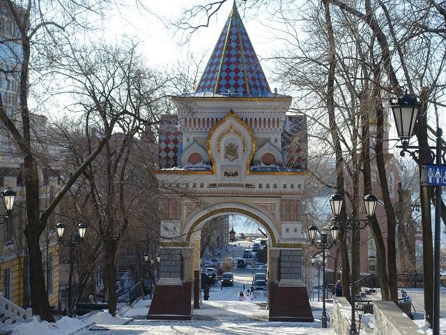 冬の晴れの日のニコライ2世凱旋門 Vladivostok Nikolai's Triumphal Arch