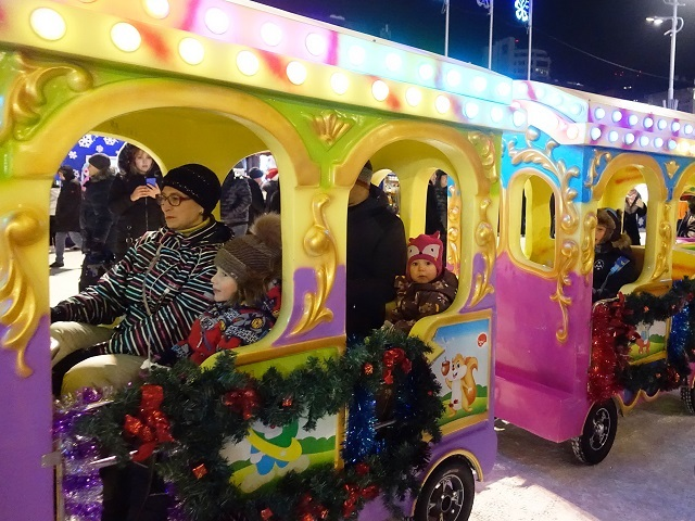 kids' new year's eve event at central park in vladivostok
