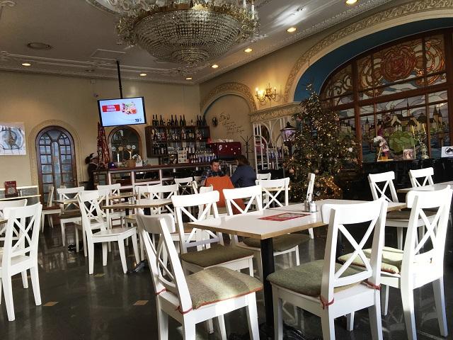 Reasonable restaurant near fountain in vladivostok