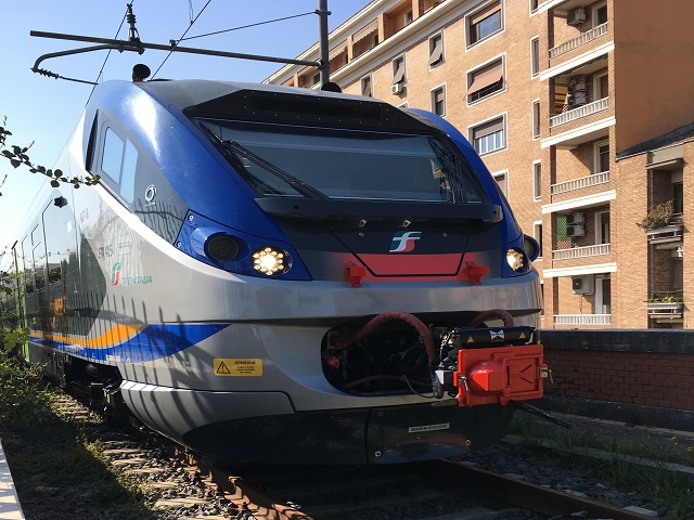 バチカン市国に入る電車
