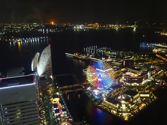 横浜ロイヤルパークホテルの部屋からの夜景の眺め