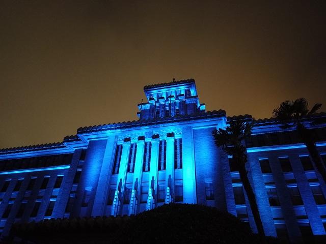 ライトアップされた神奈川県庁