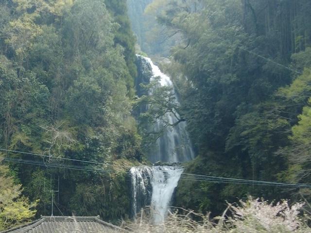 ゆふいんの森の車窓から見える慈恩の滝