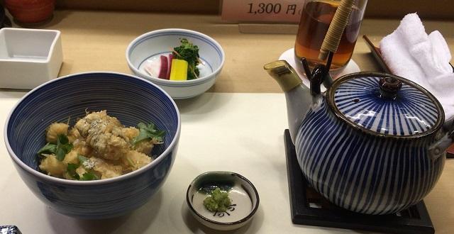 天松さんのかき揚げをお茶漬けにして食べる