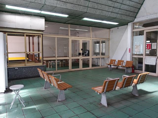 土合駅の待合室