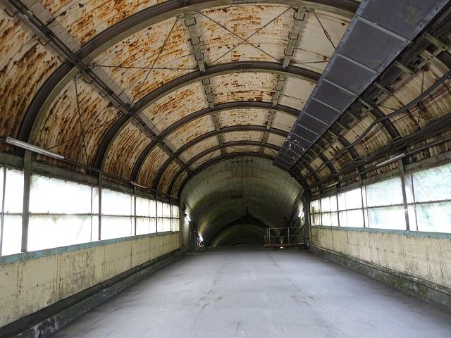 土合駅の下りホーム入口
