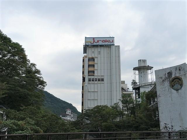 Hotel Jurakuの外観は年季が入っていますが中はリニューアルでピカピカ