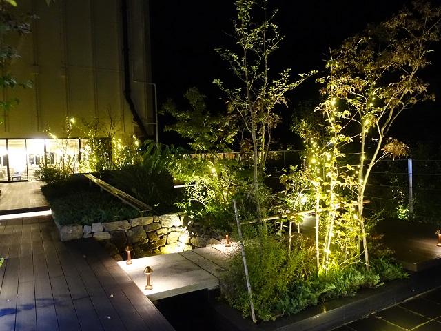ホテルジュラクの屋上庭園